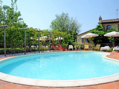Photo for Flat, Pool, 4 People, A/C, 1.8km from Sea, near Forte dei Marmi