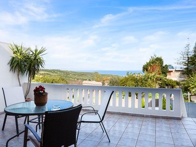 Photo for Lefteris Villa with Private Pool, just 3 Kmfrom the beach.