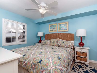 Updated furnishings in the master bedroom-comfy king bed! - All in December 2015 - fresh paint, new bedding, new bed, new furniture - this unit is ready for the 2015 season! Relax and unwind after a sunny day at the beach!