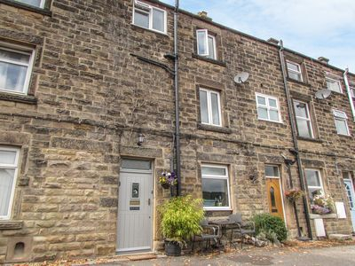 Photo for ROCK COTTAGE, pet friendly in Bakewell, Ref 972017