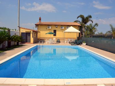 Photo for Superb Villa Carla with private pool in the middle of Sicilian countryside