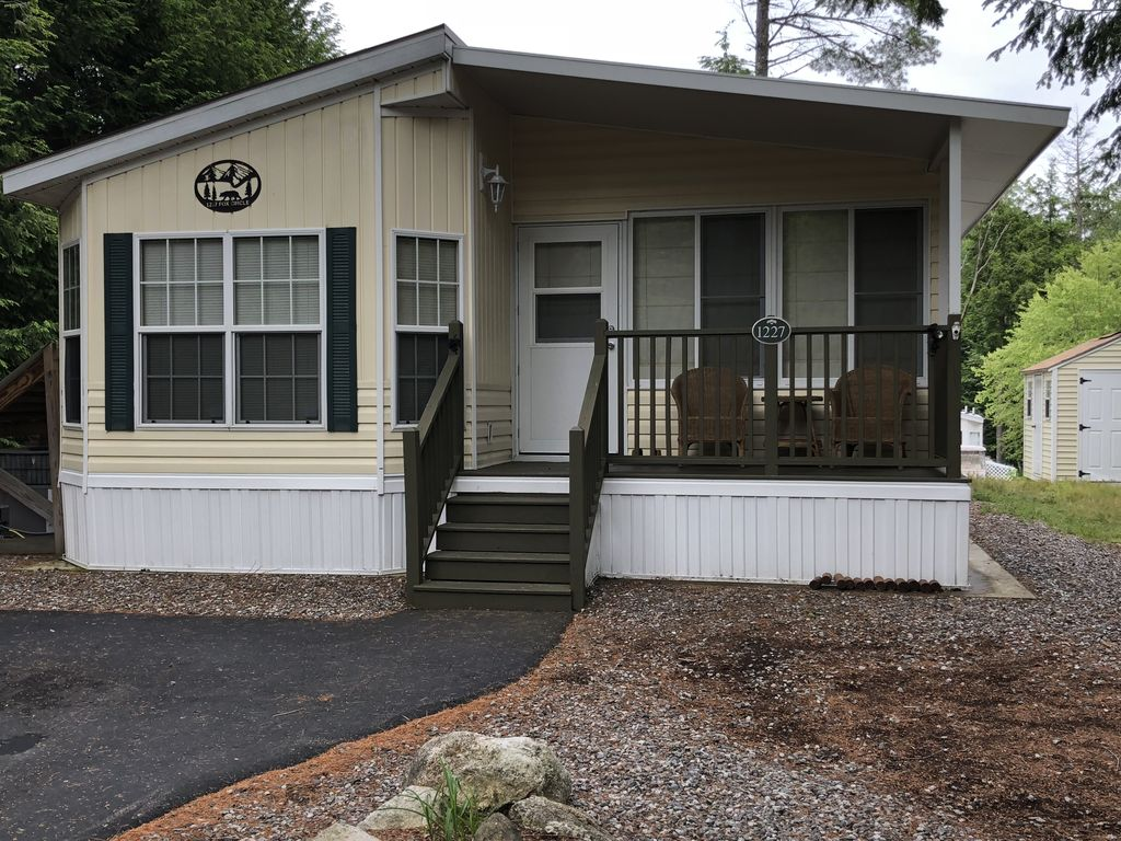 Beautiful 3 bedroom family cottage south casco for Family cottages
