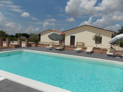 Photo for Apartment with swimming pool surrounded by park at 1km from of Spello