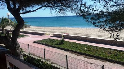 Photo for Apartment for 4/6 persons, seafront, 20m from the beach