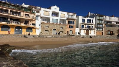 Photo for Apartment with terrace and direct access to the beach