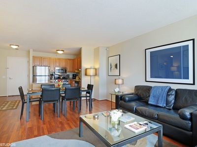 55th Floor MagMile Penthouse - VIEWS, Balcony, Pool, WiFi, & Fitness Center
