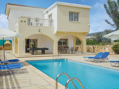 Photo for Spacious villa w/ sun terrace, heated pool, Wi-Fi, air con + table tennis