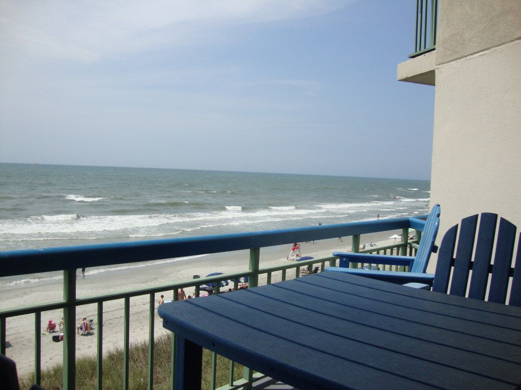 Sunrise Views From This 2br Oceanfront Comfortable And