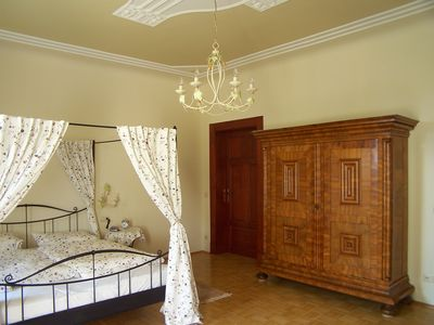 Photo for Comfortable and spacious suite in the noble villa district