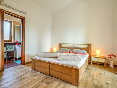 Photo for Apartment in the center of Tar with Parking, Internet, Air conditioning, Pool (630012)