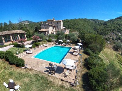 Photo for Beautiful apartment with shared swimming pool and beautiful view, near Assisi