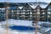 Prime Ski-in Ski-out Location! Pool, Hot tubs, BBQ, sleeps 4 (229)