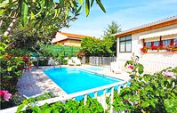 Lovely Villa in quiet residential area.