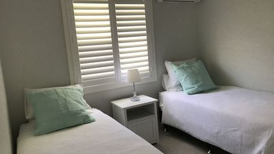Second bedroom  Long singles -linen supplied  Air conditioned