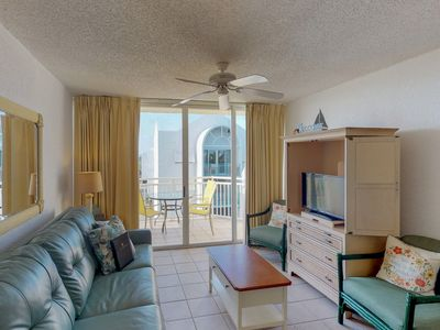Photo for Family Friendly condo w/ shared pool & hot tub, tennis courts, & parking space