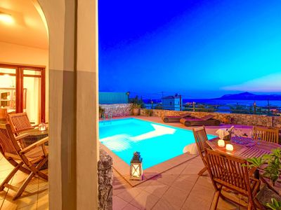 Photo for Villa with private pool and amazing sea-views, perfectly located in Plaka.