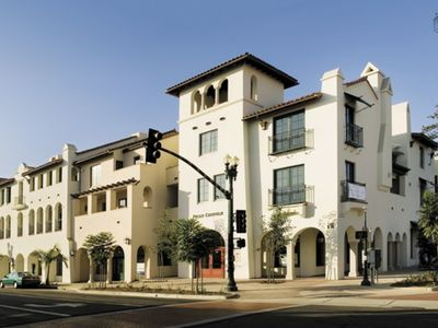 Located in the heart of downtown Santa Barbara, right across from the Paseo Nuevo shopping mall and many restaurants, Paseo Chapala has private garage parking and gated pedestrian access.
