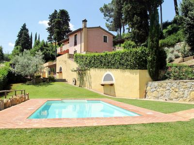 Photo for 5 bedroom Villa, sleeps 10 in Luiano with Pool and WiFi