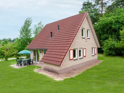 Photo for 4-person bungalow in the holiday park Landal Landgoed 't Loo - on the water/recreation lake