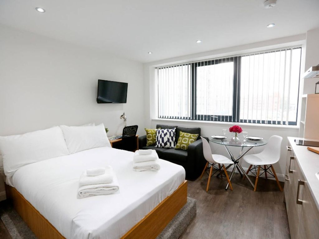 Upscale Brand New Studio in the Heart of Manchester - Studio Apartment, Sleeps 2