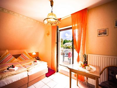 "Photo for Twin Room - Family Pension & Apartments ""Fischer-Haus"""