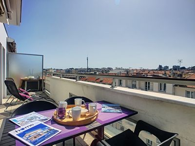 Photo for Flat on top floor with roof terrace in the centre of Antibes