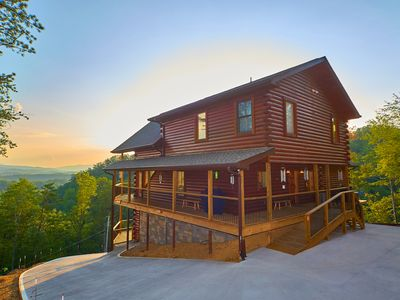 Photo for The Windchimer Luxury Log Cabin with panoramic mountain view ..