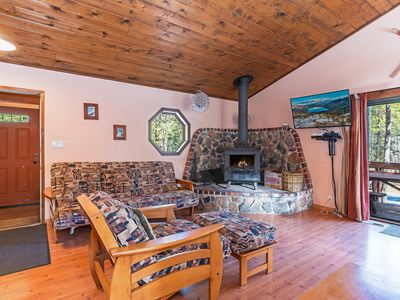 Photo for Rustic Tahoe Donner w/ hot tub, BBQ Deck, HOA Amenities