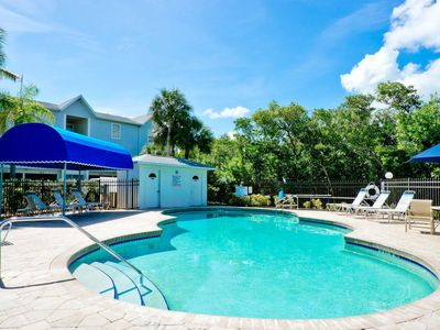 Photo for Holmes Beach Apartment, Sleeps 5 with Pool, Air Con and Free WiFi