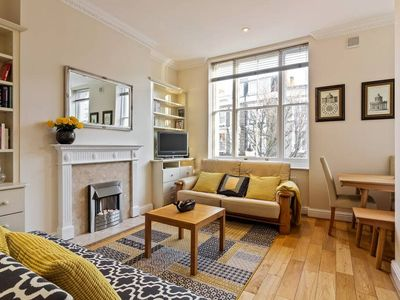 Photo for Modern 2Bed, Earl's Court, Sleeps 5, 5min to Stn