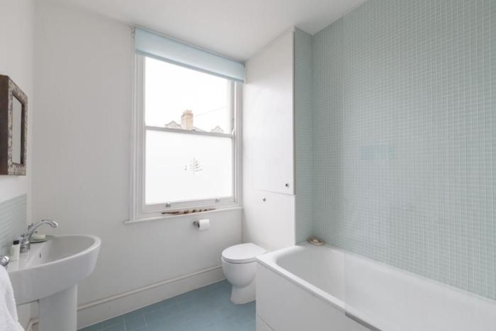 London Home 486, How to Rent Your Own Private Luxury Holiday Home in London - Studio Villa, Sleeps 7