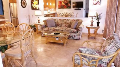 Spacious Living Rm with Queen Sofa sleeper