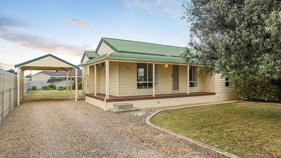 Photo for 80 Beach Road, Goolwa - Only 900m to the Beach!
