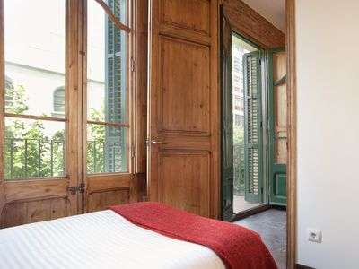 Photo for Classic and cozy Apartment just by Sagrada Familia with AC and balcony