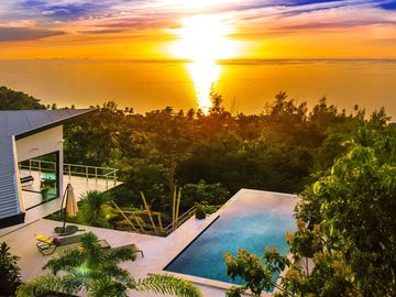New modern villa, infinity pool and amazing sea view, complete privacy