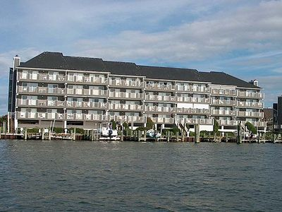Photo for Harbour Island 302K-Baywater 14th St, WIFI, Pool, Elev, W/D, AC