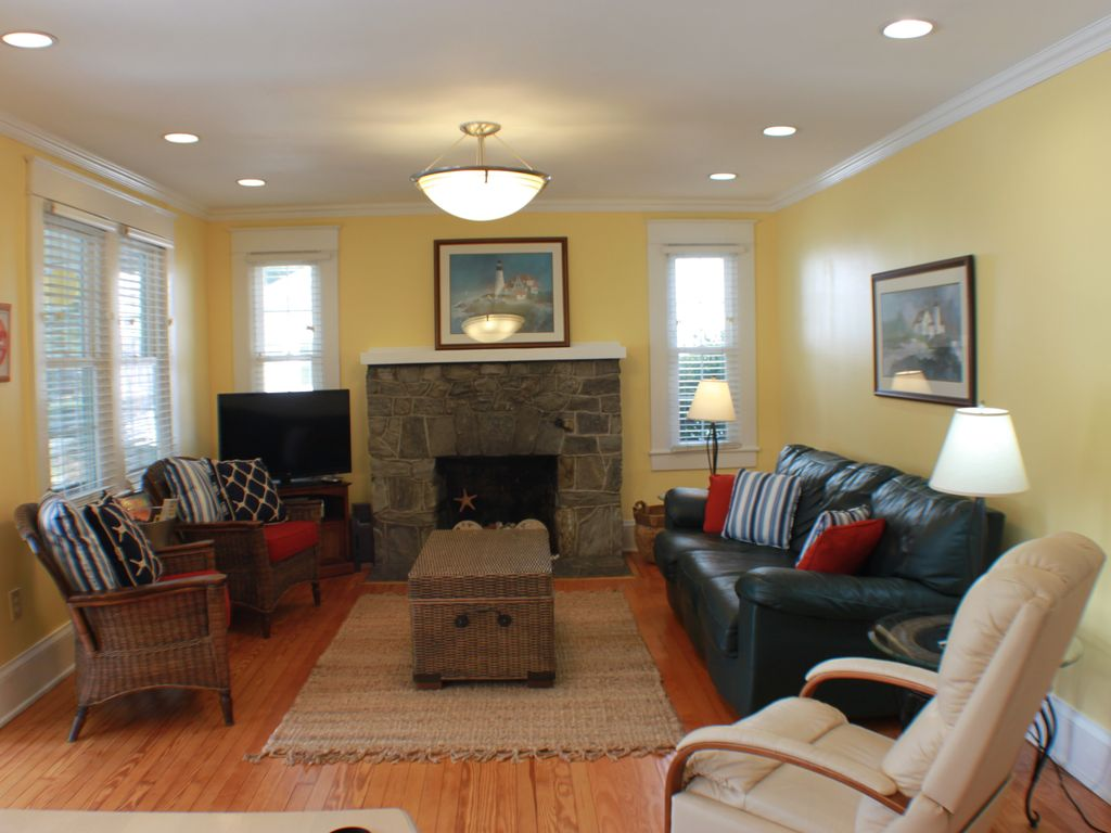 10 Living Rooms That Will Make You Want To Redecorate: Downtown Rehoboth Beach, Delaware