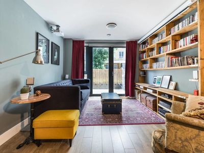 Photo for Contemporary, Cosy 2 Bed Flat w/Patio in Limehouse