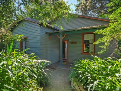 Photo for Miners mountain cottage with vistas over katoomba and close to cafes.