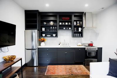 Full modern kitchen (with a dishwasher) with all you will need to cook up a meal