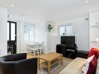 Photo for Chic & Contemporary 2 Bed 2 Bath in Hampstead