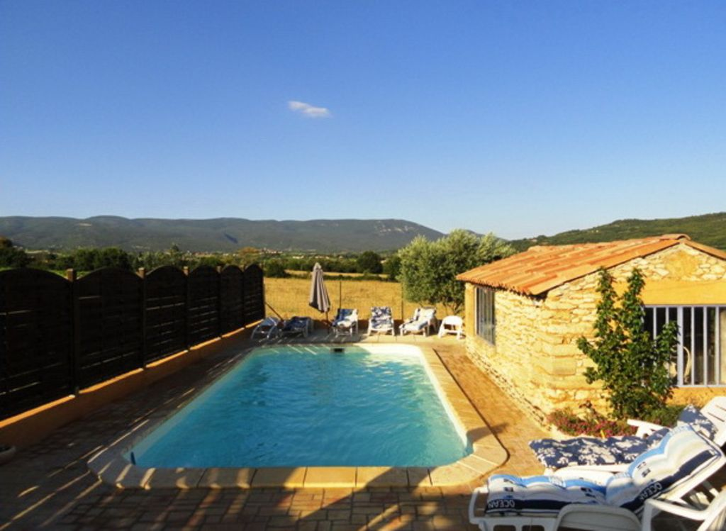 Locations de charme avec piscine face au luberon en - Location vacances luberon piscine ...