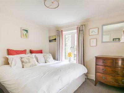 Photo for Cozy Chelsea flat for 4 w/ back garden