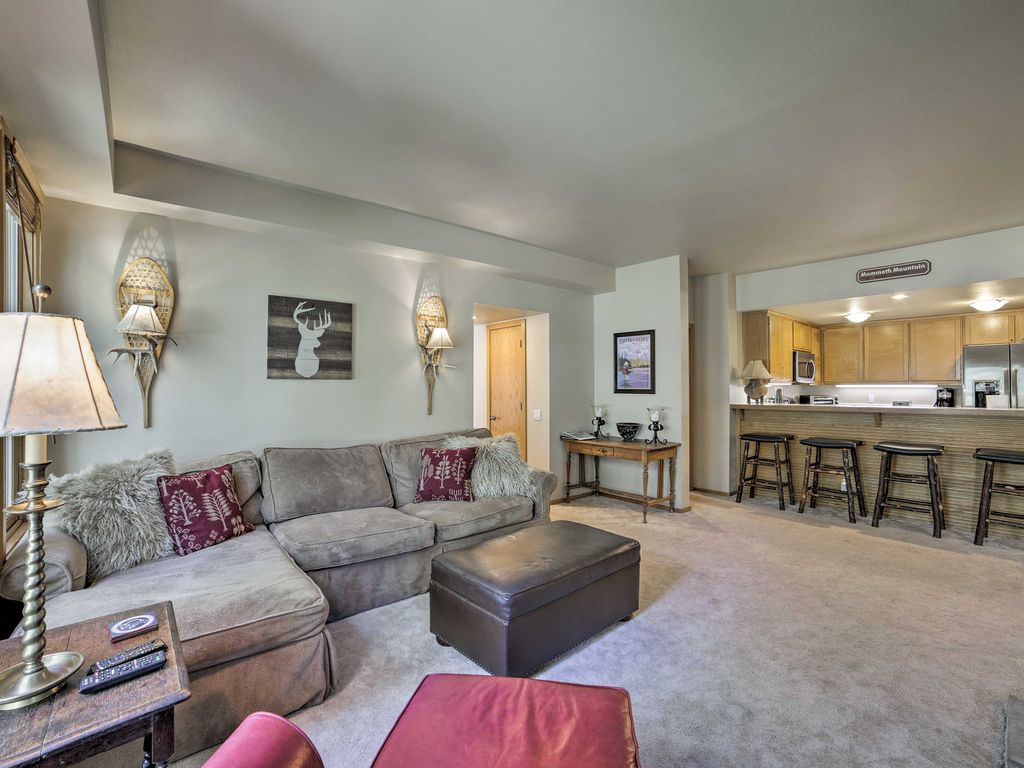 NEW! Cozy Mammoth Lakes Condo on Golf Course!