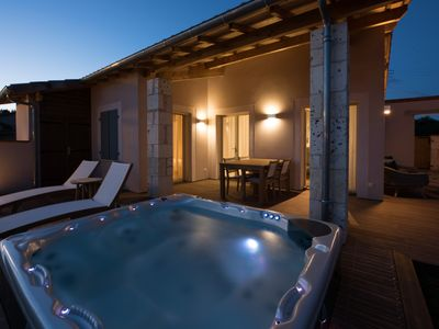 Photo for New Luxury 2 bed villa with Jacuzzi on Chateau vineyard Estate Villa Corduries
