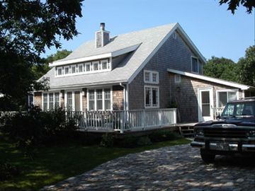 'Sea Glass Cottage', near Edgartown and South Beach, walk to Great Pond