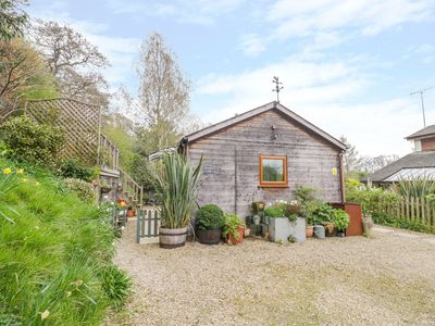 Photo for WELLINGHILL LODGE, pet friendly in Cheltenham, Ref 1010167