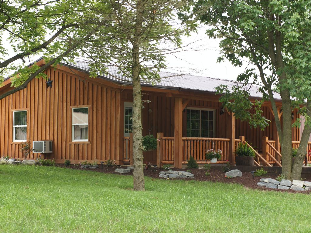 Cozy country cabin on lake family friendly birthday for Fishing cabin rentals