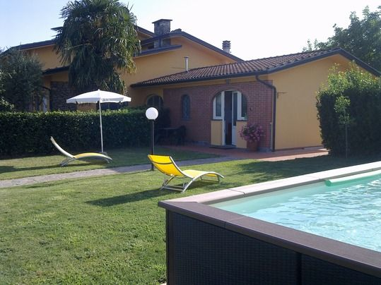 Good Capannori House Rental   Front View With The Pool