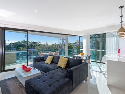 Photo for Executive 3BR Bulimba Apartment with Large Balcony Next to Oxford St